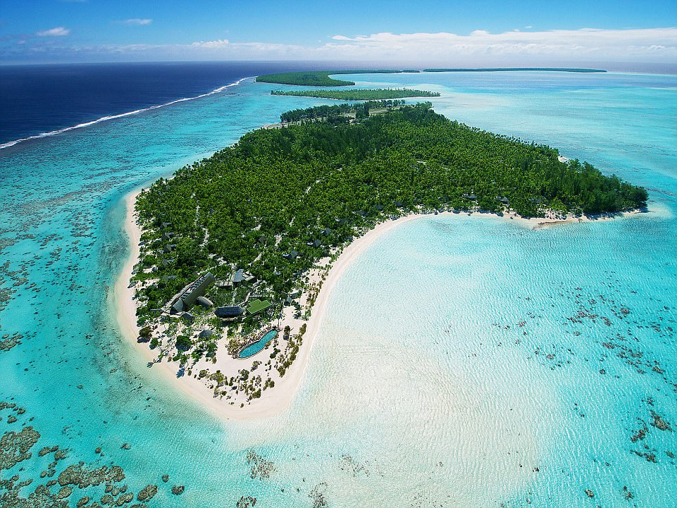 4097CFC100000578-4529482-Atoll_Idyll_Tetiaroa_was_once_owned_by_Marlon_Brando_and_his_Pol-a-5_1495448608981